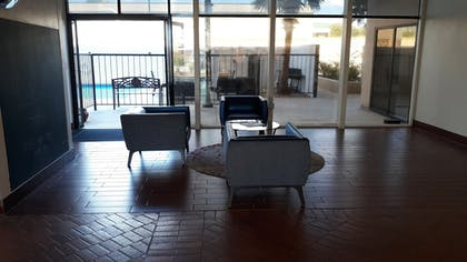 Lobby Sitting Area | Hotel Killeen East Central