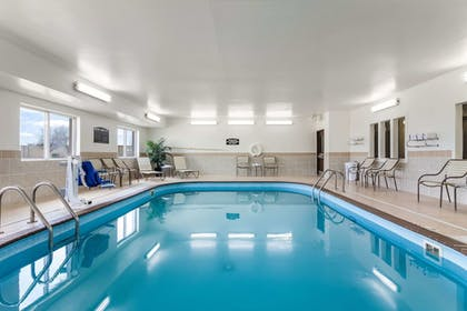 Pool | Comfort Suites Sioux Falls