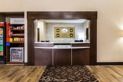 Lobby | Comfort Suites Sioux Falls