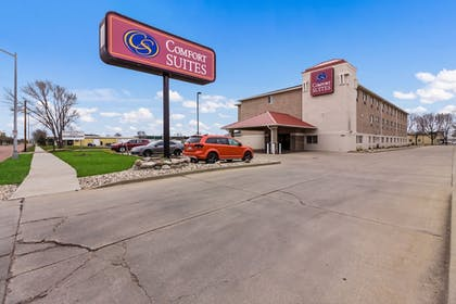 Hotel Front | Comfort Suites Sioux Falls
