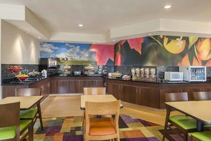 Restaurant | Fairfield Inn & Suites Holland
