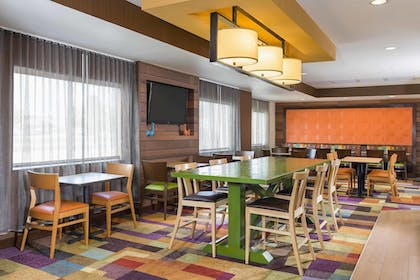 Lobby | Fairfield Inn & Suites Holland