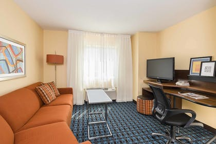 Guestroom | Fairfield Inn & Suites Holland