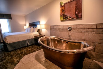 Deep Soaking Bathtub | Copper King Convention Center, Ascend Hotel Collection