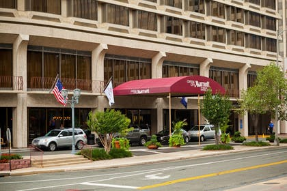 Featured Image   Crystal City Marriott at Reagan National Airport