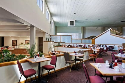 Breakfast Area | Salina Ambassador Hotel and Conference Center