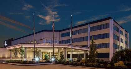 Hotel Front | DoubleTree by Hilton Hotel Pittsburgh - Cranberry