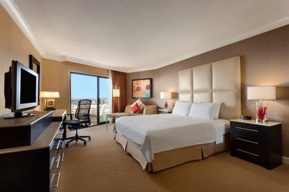 Guestroom | The Waterfront Beach Resort, a Hilton Hotel