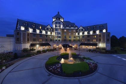 Exterior detail | The Hotel Roanoke & Conference Center, Curio Collection by Hilton