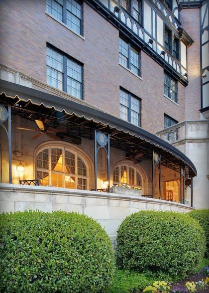 Hotel Bar | The Hotel Roanoke & Conference Center, Curio Collection by Hilton
