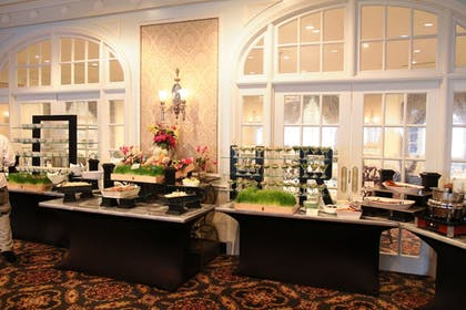 Breakfast Area | The Hotel Roanoke & Conference Center, Curio Collection by Hilton