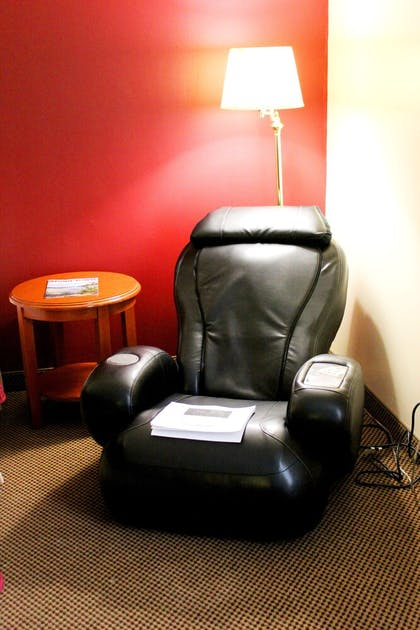 Living Area | Fireside Inn and Suites Nashua