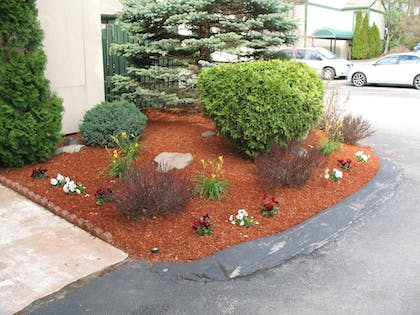 Property Grounds | Fireside Inn and Suites Nashua