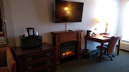 Guestroom | Fireside Inn and Suites Nashua