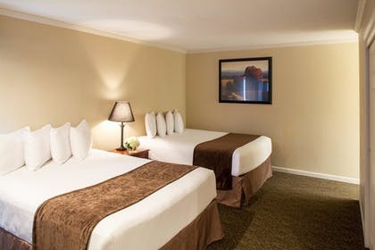 | Studio, 2 Queen Beds | Cloverleaf Suites Lincoln Nebraska