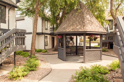 Gazebo | Cloverleaf Suites Lincoln Nebraska