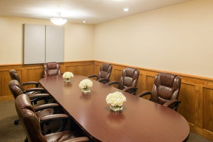 Meeting Facility | Cloverleaf Suites Lincoln Nebraska