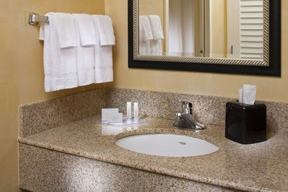 Guestroom | Courtyard by Marriott Memphis East/Park Avenue