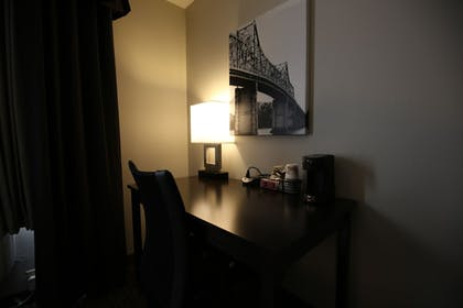 Guestroom | Best Western Pearl City Inn