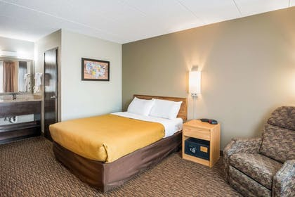 Room | Econo Lodge Near Miller Hill Mall