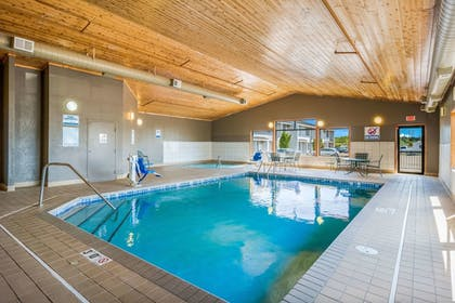 Pool | Econo Lodge Near Miller Hill Mall