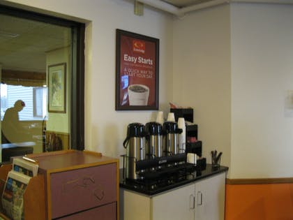 Coffee Service | Econo Lodge Near Miller Hill Mall