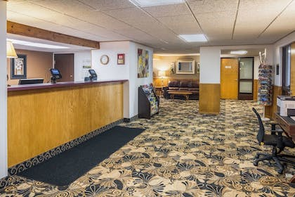 Lobby | Econo Lodge Near Miller Hill Mall