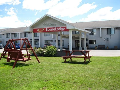 BBQ/Picnic Area | Econo Lodge Near Miller Hill Mall