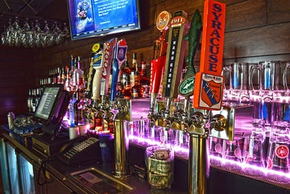 Sports Bar | Maplewood Suites Extended Stay- Syracuse/Airport