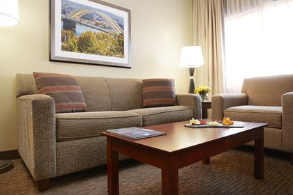 Living Room | DoubleTree Suites by Hilton Cincinnati - Blue Ash