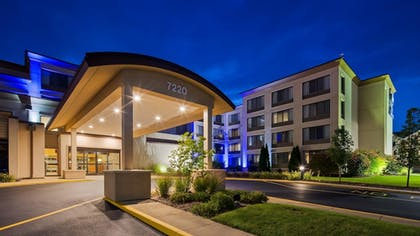 Hotel Front | Best Western Executive Inn