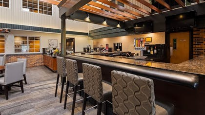 Hotel Bar | Best Western Plus Longbranch Hotel & Convention Center