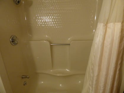 Bathroom Shower | Best Western Plus Longbranch Hotel & Convention Center