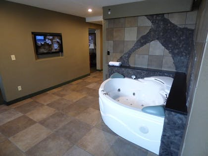 Jetted Tub | Best Western Plus Longbranch Hotel & Convention Center