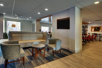 Lobby | Holiday Inn Express Baltimore-BWI Airport West