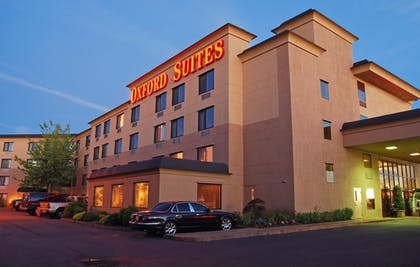 Hotel Front - Evening/Night | Oxford Suites Portland - Jantzen Beach