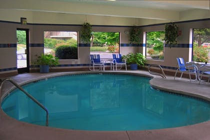 Indoor Pool | Oxford Suites Portland - Jantzen Beach
