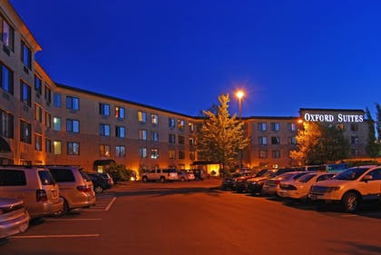 Parking | Oxford Suites Portland - Jantzen Beach