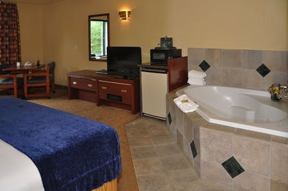 Deep Soaking Bathtub | Oxford Suites Portland - Jantzen Beach