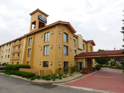 | Days Inn & Suites by Wyndham Arlington Heights