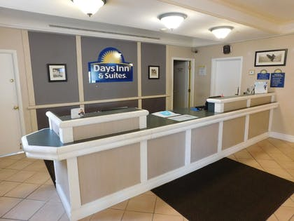 Reception | Days Inn & Suites by Wyndham Arlington Heights
