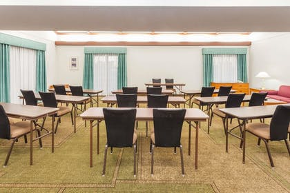 Meeting Facility | Days Inn & Suites by Wyndham Arlington Heights