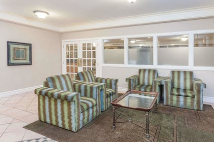 Lobby | Days Inn & Suites by Wyndham Arlington Heights