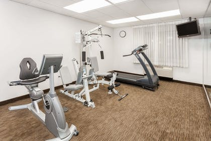 Fitness Facility | Days Inn & Suites by Wyndham Arlington Heights