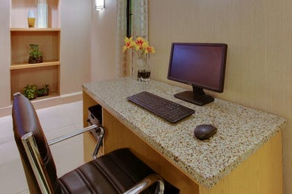 Business Center | La Quinta Inn by Wyndham Pittsburgh Airport