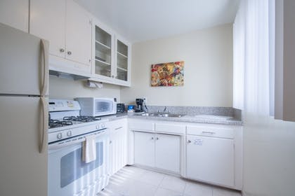 In-Room Kitchen | Hollywood Orchid Suites