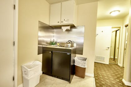 In-Room Kitchenette | Hollywood Orchid Suites