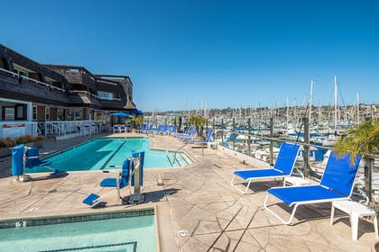 Outdoor Pool | Bay Club Hotel & Marina