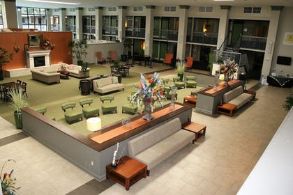 Lobby Sitting Area   Clarion Inn & Suites Conference Center
