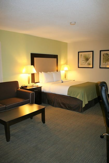 Guestroom   Clarion Inn & Suites Conference Center